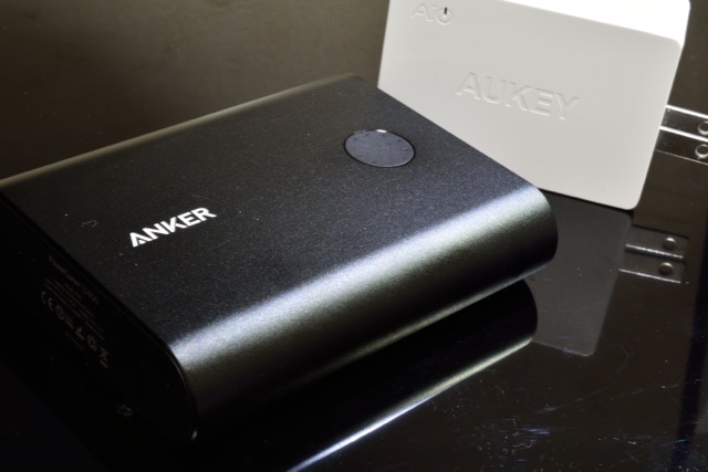 Anker PowerCore+ 13400を、高速充電「QuickCharge2.0」で充電可能!