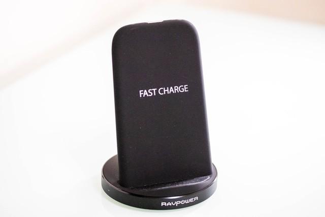 【レビュー】iPhone Xにピッタリのワイヤレス充電器!RAVPower Qi 急速充電