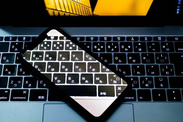 【iPhone X】SUPCASEのケースとWARMQのガラスフィルムが最高です!