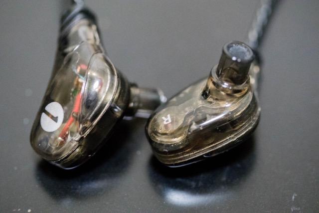 【レビュー】1byoneのダブルドライバー搭載スケルトンイヤホンは重低音重視の方にオススメ!