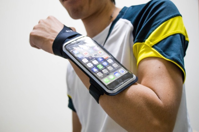 【レビュー】iPhoneリストケース LENTIONナイトシリーズはスポーツやサイクリングに最適!