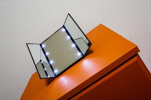 【レビュー】WYAO 三面鏡 LED付きの卓上ミラーなんてものをレビュー!